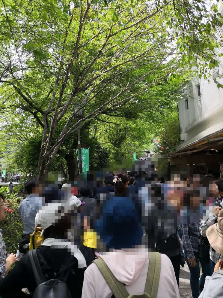 昼12時の高尾山口駅